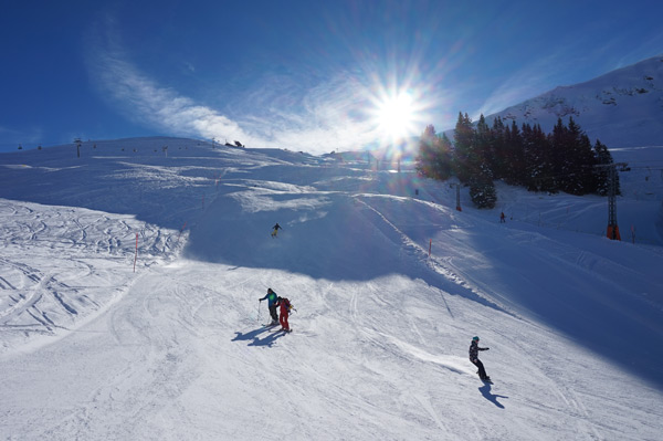 Wide pistes on the Tschentenalp invite you to carve